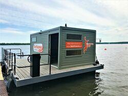 Saunaboot am Steg