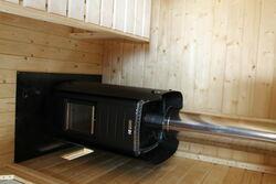 Holzofen im Saunaraum